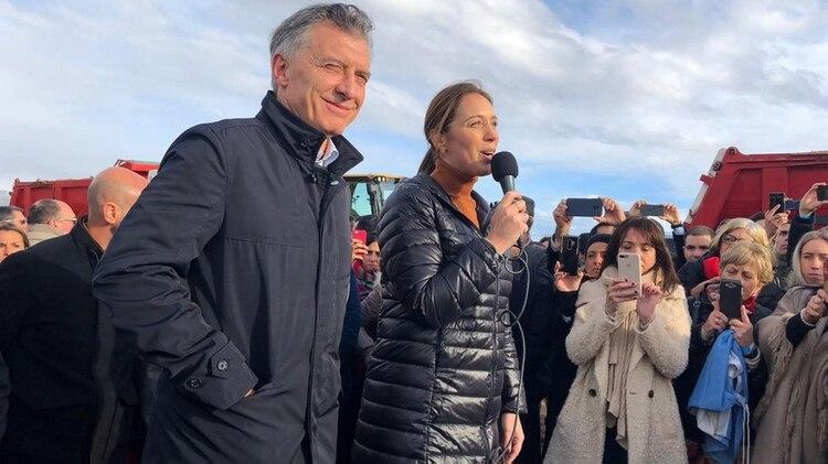El Presidente junto a la gobernadora bonaerense, María Eugenia Vidal (@mariuvidal)