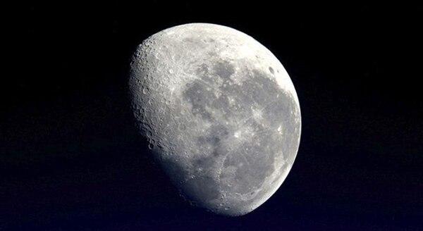 La Luna es permanentemente orbitada por un satélite de la NASA