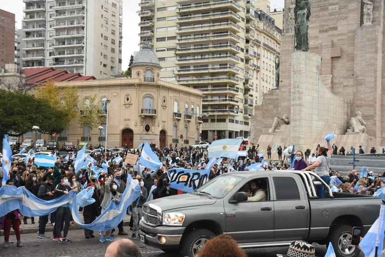 El reclamo también llegó a Rosario (Leo Galletto)