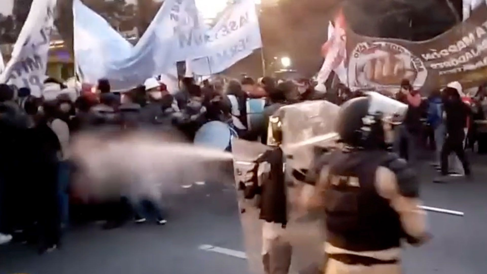 Protesta e incidentes en Puente Pueyrredon captura