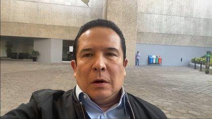"""Le communicateur a offert un message avant la controverse disant que """"ignorer beaucoup de choses"""" (Capture d'écran: chaîne de Gustavo Adolfo Infante sur Youtube)"""