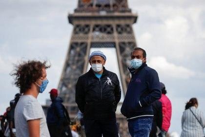 La Torre Eiffel, uno de los principales centros turísticos de PArís. Para visitarla, será obligatorio el usó de barbijo