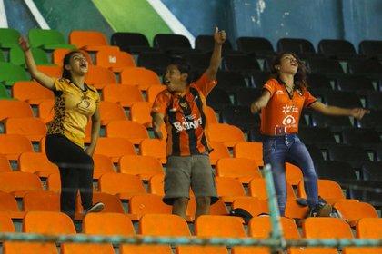 Jaguares de Chiapas tuvo multiples vestuarios, donde el naranja fue una de las características (Foto: Twitter @Chiapas_FC)