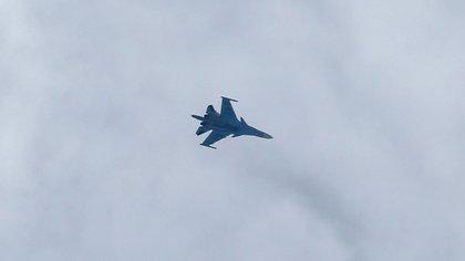 Un cazabombardero Sukhoi Su-34 volando sobre Siria (AFP, archivo)