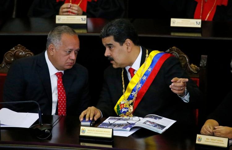 Diosdado Cabello y Nicolás Maduro (AP Foto/Ariana Cubillos, archivo)