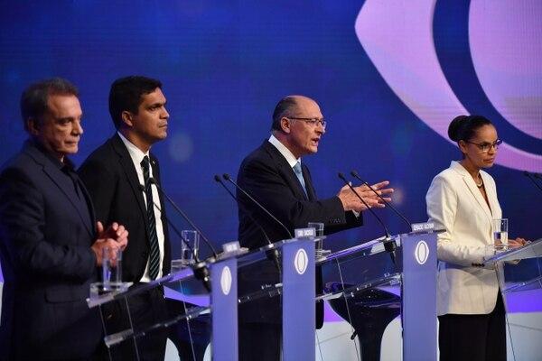 Los candidatos Alvaro Dias (Podemos), Cabo Daciolo (Patriota), Geraldo Alkmin (PSDB) y Marina Silva (Rede). (AFP PHOTO / Nelson ALMEIDA)