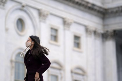 Representative Alexandria Ocasio-Cortez, a Democrat from New York, wears a protective mask while arriving to the U.S. Capitol in Washington D.C., U.S. on Monday, Jan. 4, 2021. The non-stop drama of 2020 is bleeding into the first week of the new year, with a pivotal election in Georgia, promises of protests in the streets and President Trump's dragged-out fight over the November vote threatening to tear apart the Republican Party.