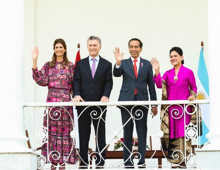 Juliana Awada, Mauricio Macri,Joko Widodo y su esposa Iriana (Photo by HO / Argentina's Presidency Press Office / AFP)