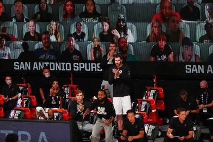 """Las pantallas permiten a los fanáticos acompañar a sus equipos en la """"burbuja"""" de Orlando (Kim Klement-USA TODAY Sports)"""