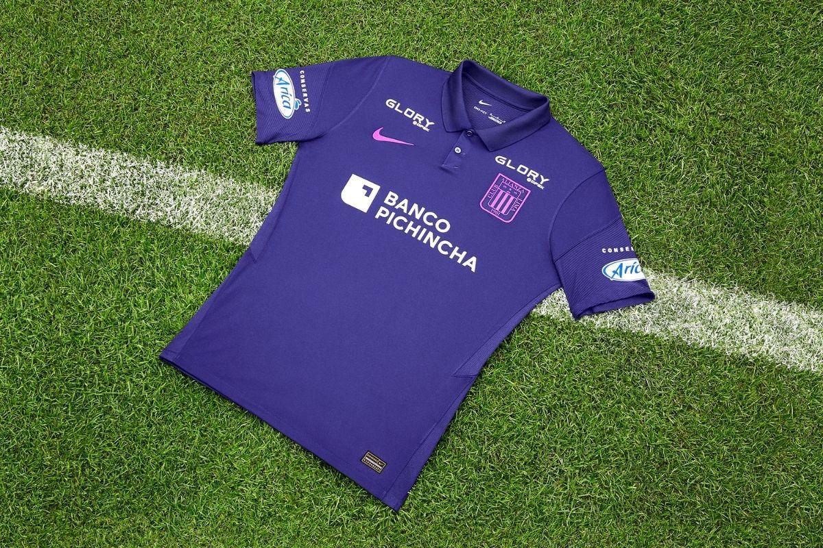 Alianza Lima presentó una camiseta morada muy elegante para disputar la Liga 1 en el mes de octubre.