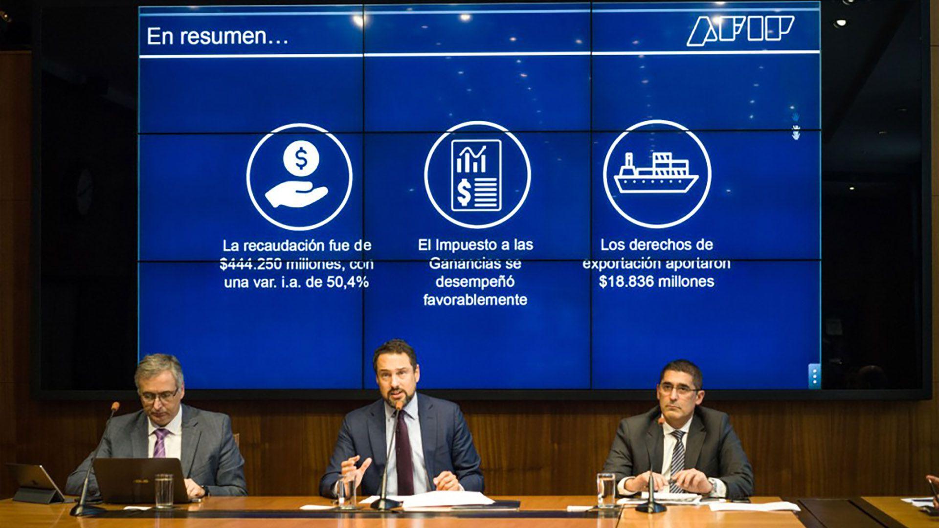 Leandro Cuccioli y su equipo explicaron a periodistas el desempeño de la recaudación y los motivos de las prórrogas de las presentaciones de las DDJJ