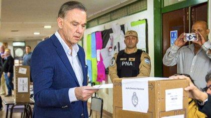 Miguel Ángel Pichetto, al momento de votar (NA)