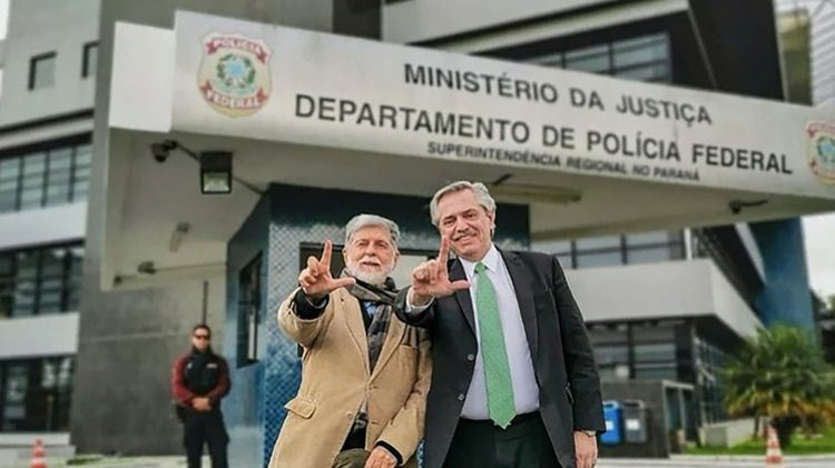 Alberto Fernández cuando visitó a Lula en la cárcel