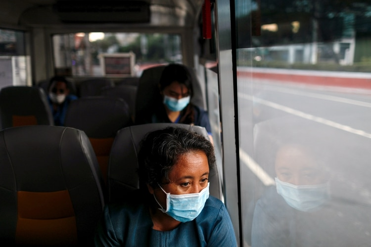 A medical worker wearing a protective mask rides a free shuttle service for healthcare workers following the suspension of mass transportation in Metro Manila to contain the spread of the coronavirus disease (COVID-19), in Manila, Philippines, March 30, 2020. REUTERS/Eloisa Lopez