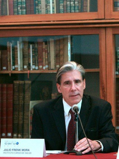 Fotografía de archivo fechada el 23 de enero del 2008, del doctor Julio Frenk Mora, durante un foro en Ciudad de México (México). EFE/David de la Paz/Archivo