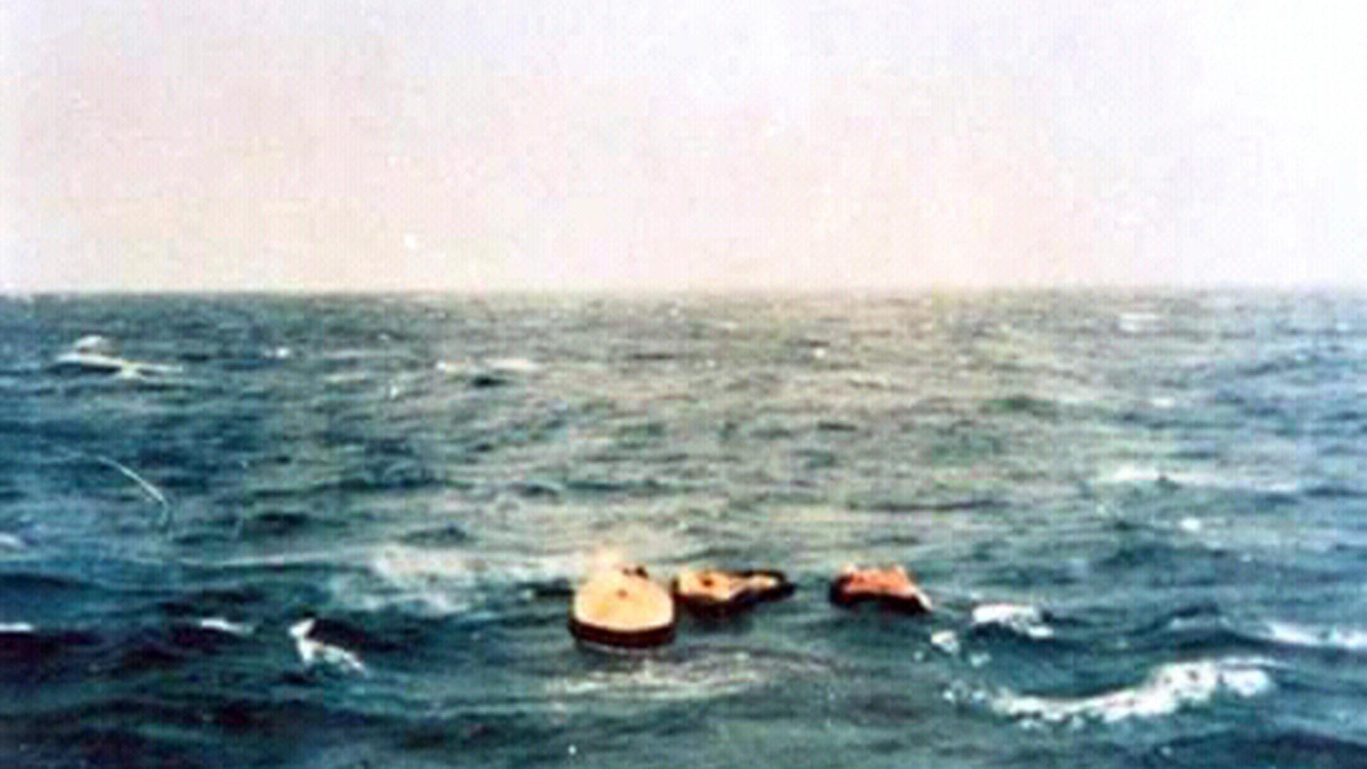 Las primeras balsas fueron divisadas por un avión de reconocimiento de la Armada (Asociación extripulantes ARA Piedrabuena/VGM Luis Lamantia)