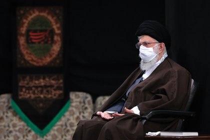 El líder supremo, ayatolá Ali Khamenei, con mascarilla (Oficina de prensa del Líder Supremo/ZUMA PRESS/Europa Press)