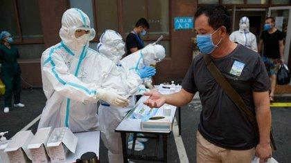09/07/2020 Un ciudadano chino se somete a la prueba de la COVID-19. POLITICA ASIA CHINA ASIA INTERNACIONAL XINHUA