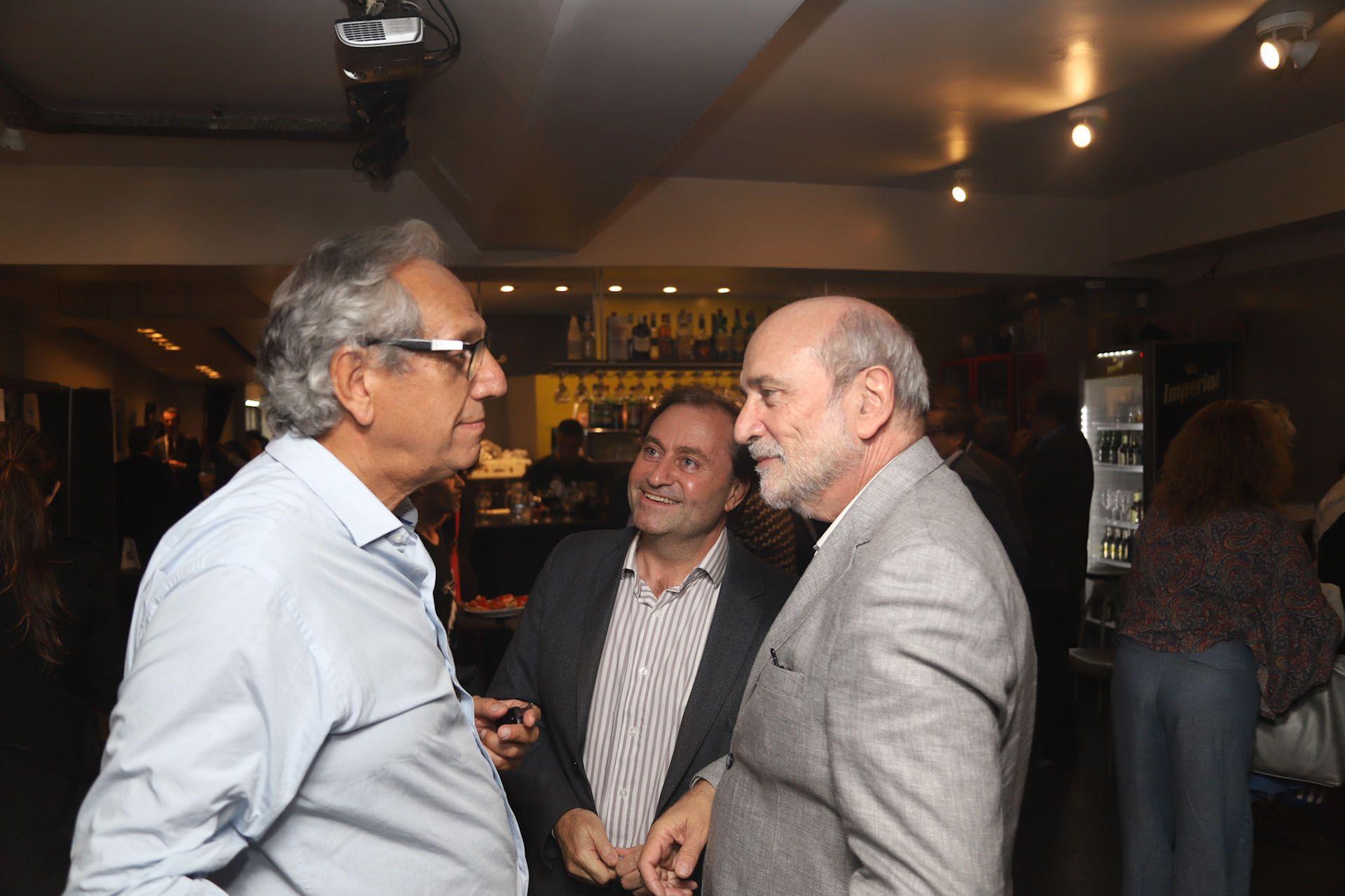 Facundo Suárez Lastra, Jesús Rodríguez y el gerente de Noticias de la TV Pública, Néstor Sclauzero (Matiás Baglietto)