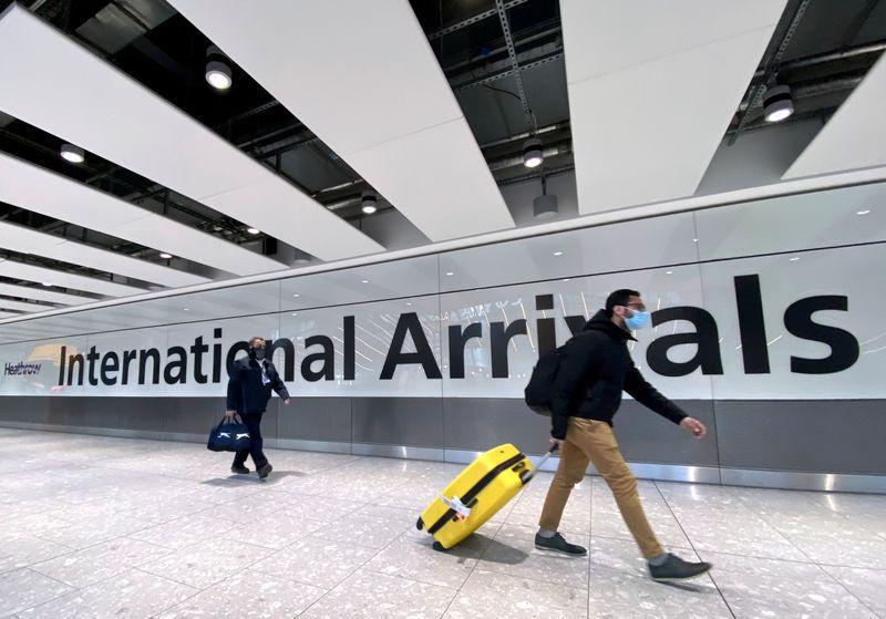 Se estima que unos 20.000 viajeros llegaron al Reino Unido desde la India desde el momento en que B.1.617.2 surgió como una amenaza (Reuters)