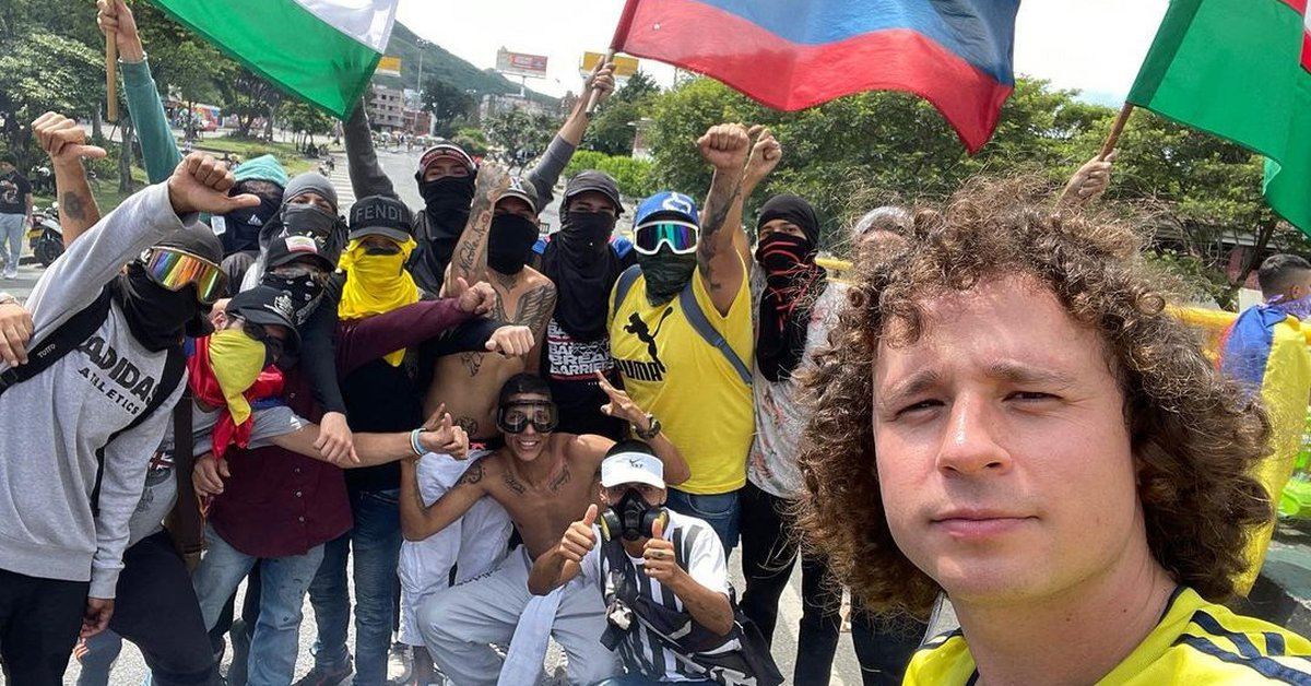 This is the first video of 'Luisito Comunica' about his visit to Colombia: