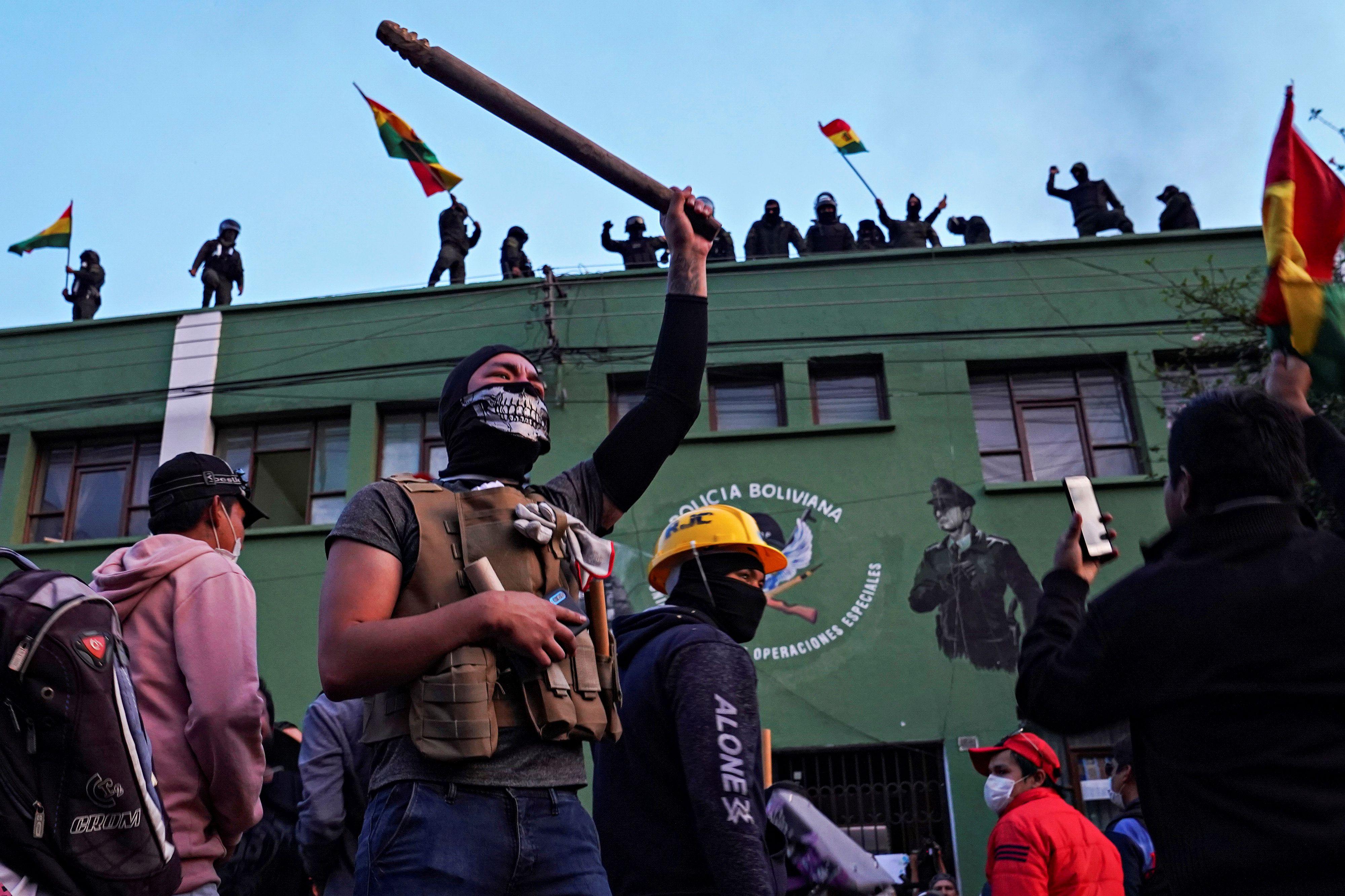 Policías amotinado en Cochabamba, Bolivia. (Fotos: REUTERS)