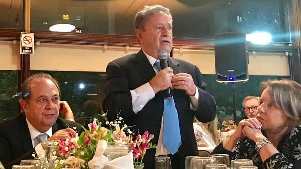 Pierri, con Eduardo Duhalde y Chiche Duhalde, el año pasado, en la cena por los 15 años del Movimiento Productivo Argentino