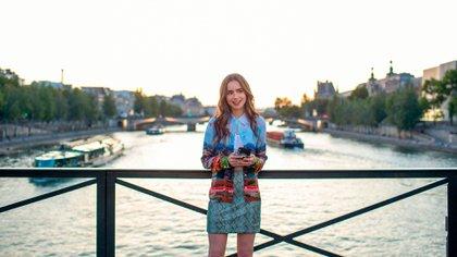 "Lily Collins como Emily Cooper en 'Emily in Paris""(Shutterstock)"