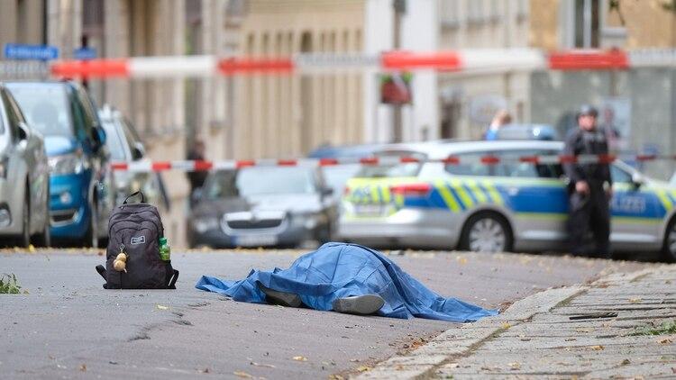 El hecho ocurrió en plena calle, frente a una sinagoga y un restaurante turco