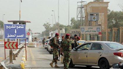 Grupos pro-iraníes han realizado decenas de ataques contra la embajada de EEUU en Irak (AFP)