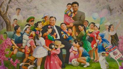 Kim Il-sung y Kim Jong-il retratados como las figuras paternas de un grupo de niños norcoreanos