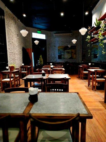 Así luce Café Urquiza, un sitio que suele estar repleto en la zona de tribunales