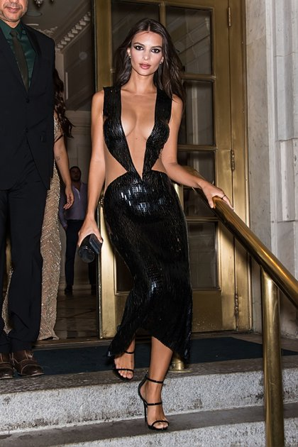 El increíble vestido de Emily Ratajkowski (The Grosby Group)
