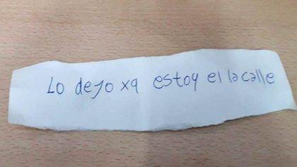 El papel escrito que fue hallado dentro del coche