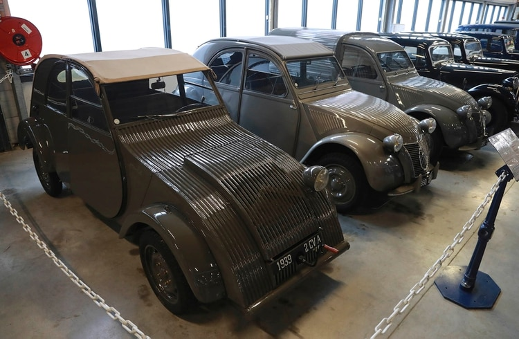 En el museo de Citroën, el primer prototipo que estuvo listo en 1939, y no llegó a presentarse por la Guerra.