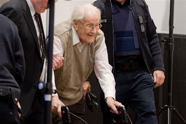 En los últimos años el proceso judicial contra Gröning fue interrumpido varias veces por su estado de salud