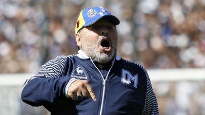 Maradona protagonizó un tenso cruce con Gastón Fernández durante el clásico (Nicolás Aboaf)