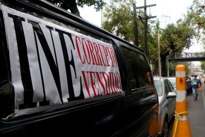 Los simpatizantes también dieron dinero para pagar la multa al INE (Foto: Karina Hernández / Infobae)