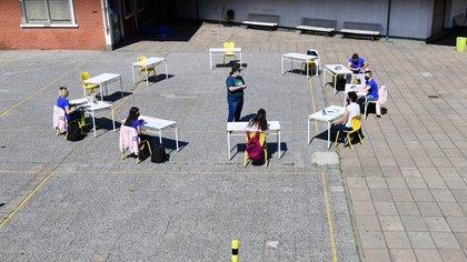 En Capital y GBA las clases volvieron con burbujas de a 10 alumnos y permanecen menos de dos horas en el colegio (Maximiliano Luna)