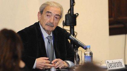 Gelman expone en la audiencia pública de la Corte Interamericana de Derechos Humanos en Quito, Ecuador, en 1995 (AFP/Rodrigo Buendia)