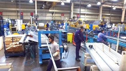 La producción de manufacturas es de las más afectadas por dos años de recesión.