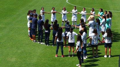"""Pumas Femenil compartió la siguiente imagen acompañado del mensaje: """"Estamos más unidas que nunca"""" (Foto: Twitter/ @PumasMX)"""