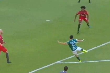 Fernando Navarro anotó el primer gol del partido entre León y Toronto dentro de la Concacaf Liga de Campeones (Foto: Twitter/@FoxSportsMX)