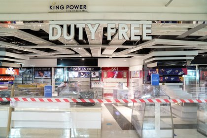 Un local de la cadena Duty Free en el Aeropuerto de Bangkok (REUTERS/Athit Perawongmetha/File Photo)