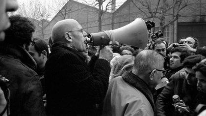 Michel Foucault y Jean Paul Sartre en 1972, frente a la fábrica de Renault, en una manifestación