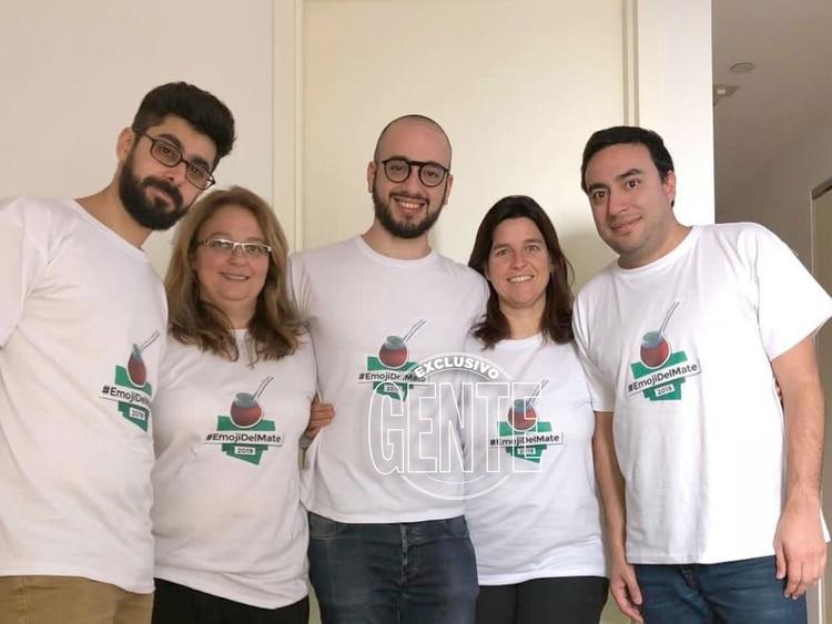 La iniciativa de incluir al mate en los emojis fue de Florencia Coelho, Daniela Guini, Martín Zalucki, Emilio Panelli y Santiago Nasra, un grupo de argentinos que propulsaron el icono (Foto: Gente)