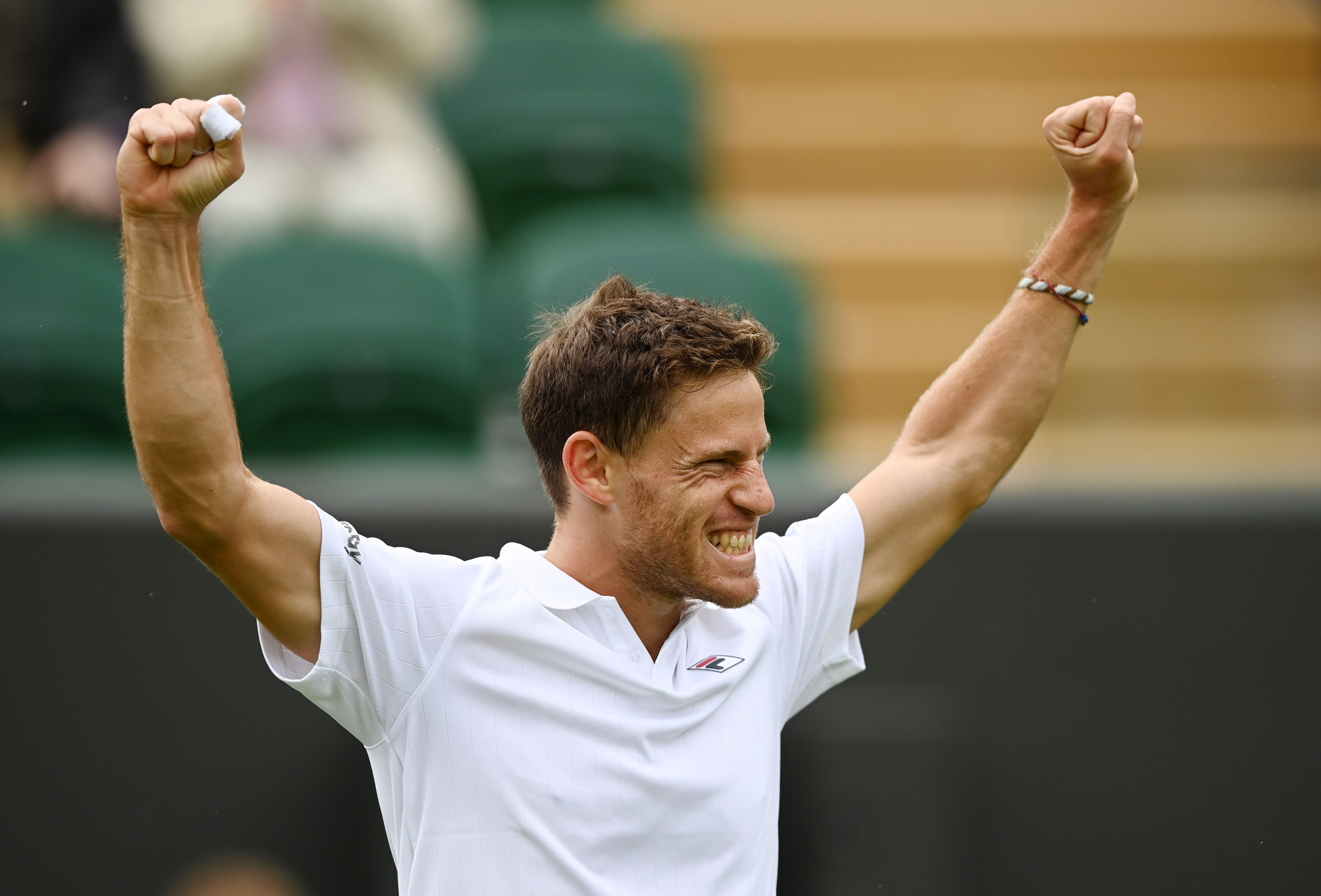 El Peque festeja su clasificación hacia la siguiente instancia de Wimbledon. Foto: REUTERS/Toby Melville