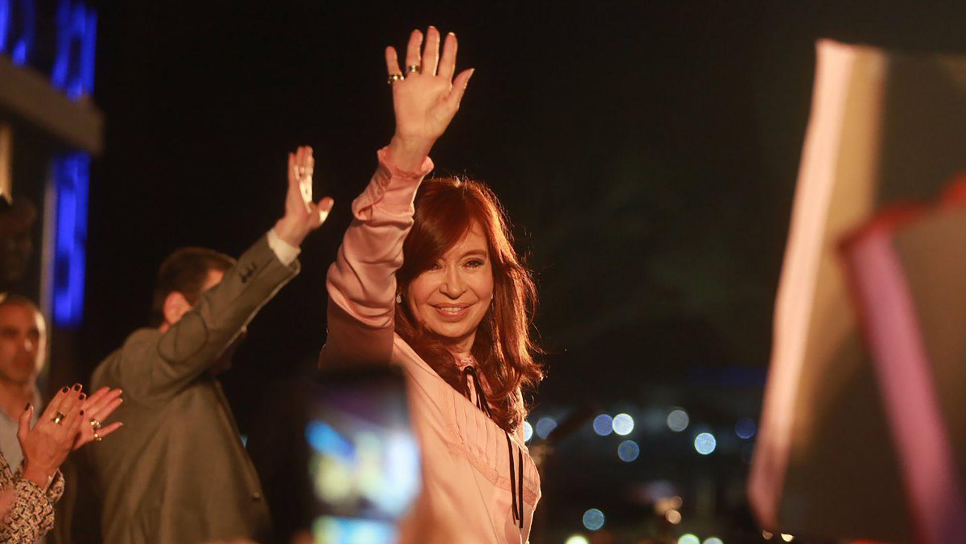 El 18 de junio Cristina Fernández hizo la primera presentación en una provincia. Eligió Santiago del Estero