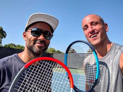 Manu con Tony Parker y el nuevo deporte que domina sus días: el tenis (Foto: @manuginobili)