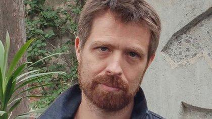 Edgardo Scott es autor de varios libros. Hoy vive en Francia.